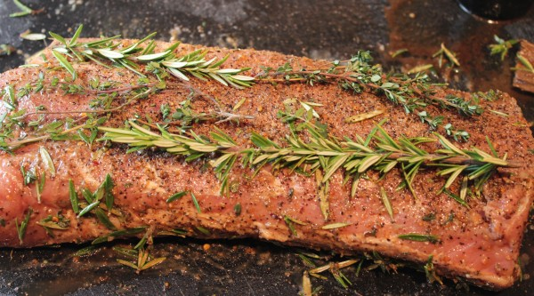 rosemary pork tenderloin, balsamic rosemary pork tenderloin, paleo pork tenderloin, bacon wrapped pork tenderloin, bacon wrapped herb crusted pork tenderloin, recipes, paleo, herb crusted pork recipe, herb crusted pork loin