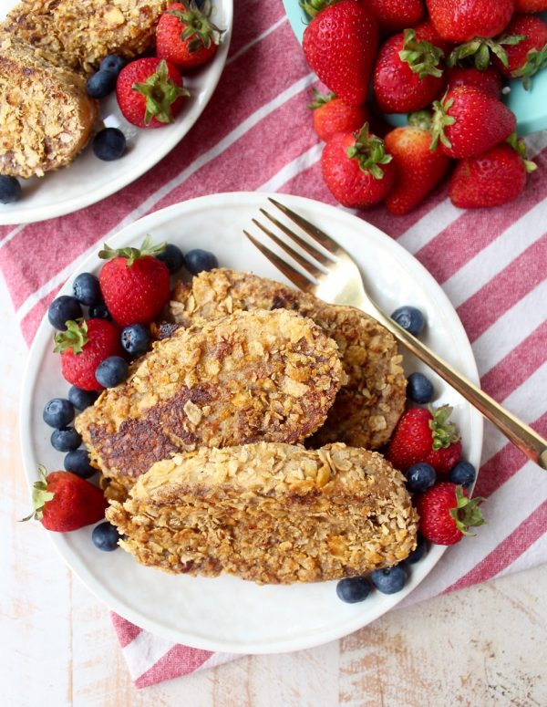 Cornflake crusted french toast is a delicious and easy breakfast recipe that takes traditional french toast and gives it a crispy twist!