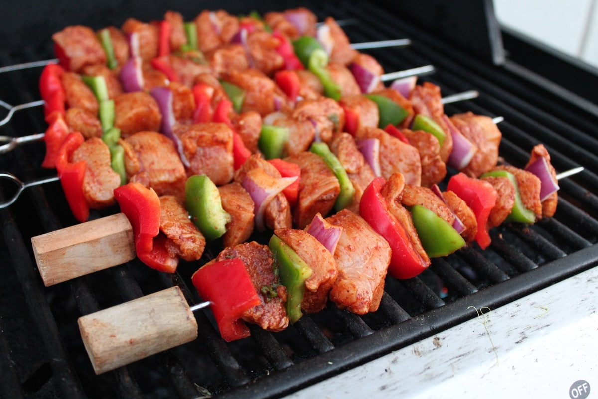 chipotle lime chicken fajita skewers are made by marinating chicken ...