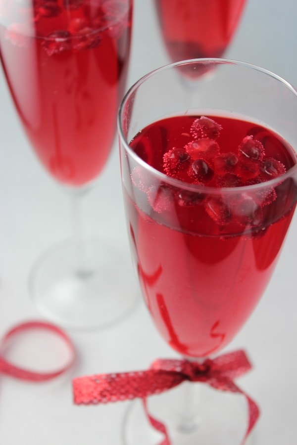 Sparkling pomegranate wine spritzer - Deseed pomegranate less one minute video ...