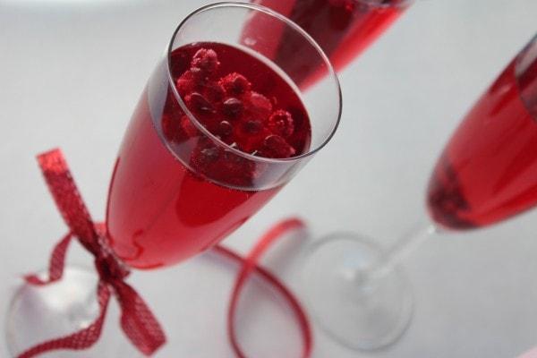 wine spritzer, pomegranate spritzer, sparkling pomegranate spritzer, sparkling pomegranate wine, sparkling wine spritzer, valentine's day drinks, valentines day drink recipes, valentines day cocktails, recipes