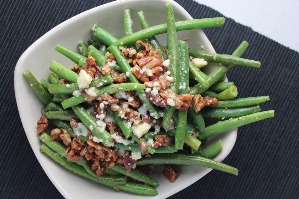 bacon blue cheese green beans, bacon and cheese green beans, pecan and bacon crusted green beans, pecan crusted green beans, bacon pecan blue cheese green beans, nutty green beans with bacon and blue cheese, blue cheese green bean recipe, recipes, food, bacon and cheese vegetable recipes