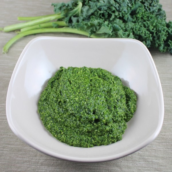 homemade kale pesto, kale pesto recipe, gluten free kale pesto, kale pesto with cashews, kale pesto, gluten free, vegetarian, kale, recipes, kale pasta sauce, kale sauce recipe