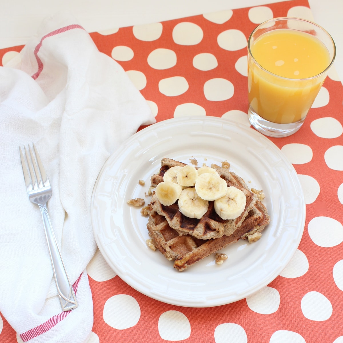 These delicious gluten free banana walnut waffles are also dairy free ...