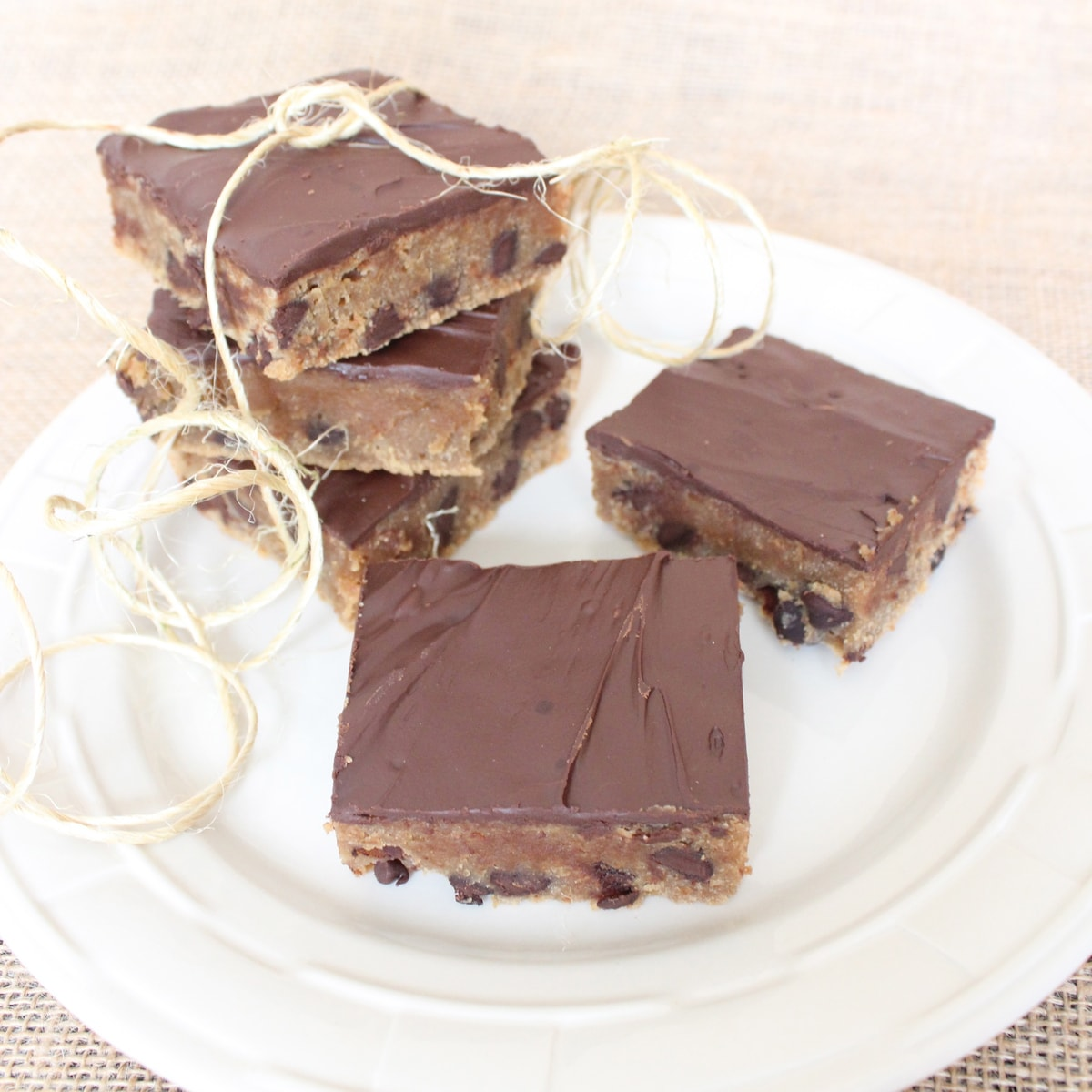 These delicious gluten free peanut butter chocolate chip bars are a ...