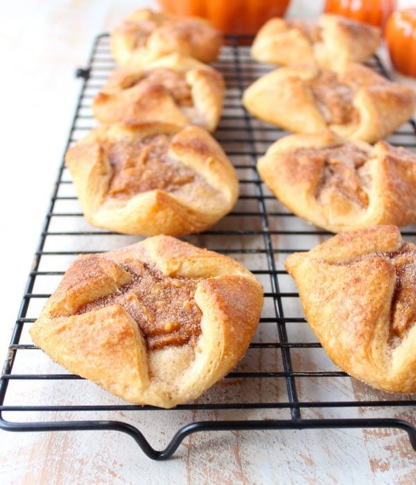 It only takes 6 ingredients & 20 minutes to make these delicious pumpkin pastries! They are so easy to make & perfect for breakfast, brunch or dessert!