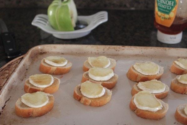 Apple Brie Crostini Recipe