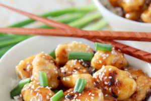 """Chinese Honey Chicken with text overlay """"gluten free, 476 calories, made in 29 minutes"""""""