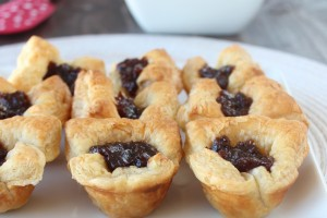 Fig & Baked Brie Puffed Pastry Bites