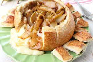pear-baked-brie-bread-bowl-recipe